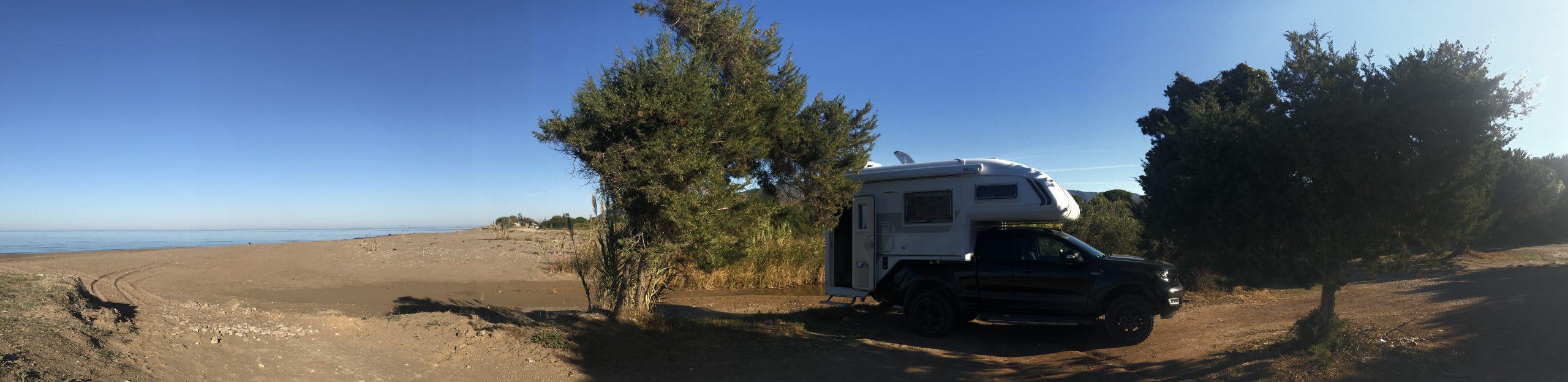 Unterwegs mit Pickup und Wohnkabine